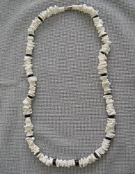White Square-Cut Clam Shell w/ Black Pin Hammered Pin Necklace